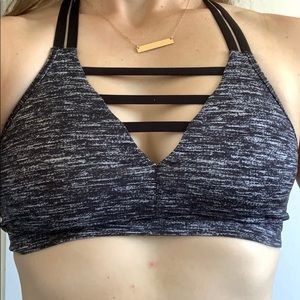 Victoria sport sportsbra with detailing